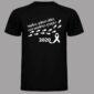 camiseta huellas negra